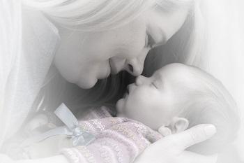 אמא אוהבת את התינוק שלה